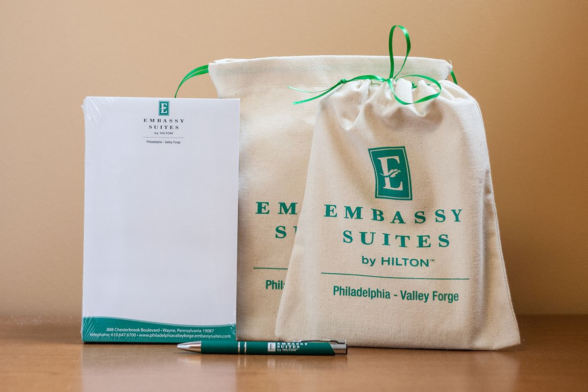 Embassy Suites Gift Set